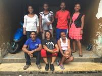 L'équipe du Foyer d'Olombaovao autour de Anita (en bas à droite)