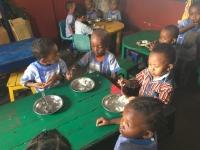 Ecole Antoine : Le repas en classe