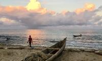 La plage de Tamatave au crépuscule
